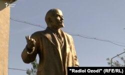 Ҳайкали Ленин дар Муъминобод