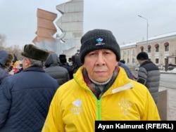 """""""Желтоқсан ақиқаты"""" қоғамдық бірлестігінің мүшесі, журналист Ақын Ордабайұлы. Алматы, 26 желтоқсан 2020 жыл."""