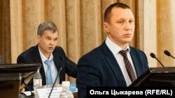 Глава гордумы Хабаровска Михаил Сидоров (на первом плане) и Игорь Соколов