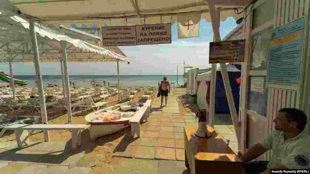 На пляжі санаторію «Орен-Крим» їх трохи більше