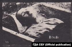 Син Миколи Боканя, Костянтин, лежить у домовині. Місце зберігання фото: ГДА СБ України, фонд 6, справа 75489-фк, том 2