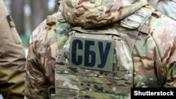 Повідомляється, що у 2014 році затриманий виїхав на тимчасово окуповану територію Донбасу разом із батьком