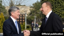 Qirg'iziston prezidenti Almaz Atambayev ozarbayjonlik hamkasbi Ilhom Aliyev bilan til topisha oldi.