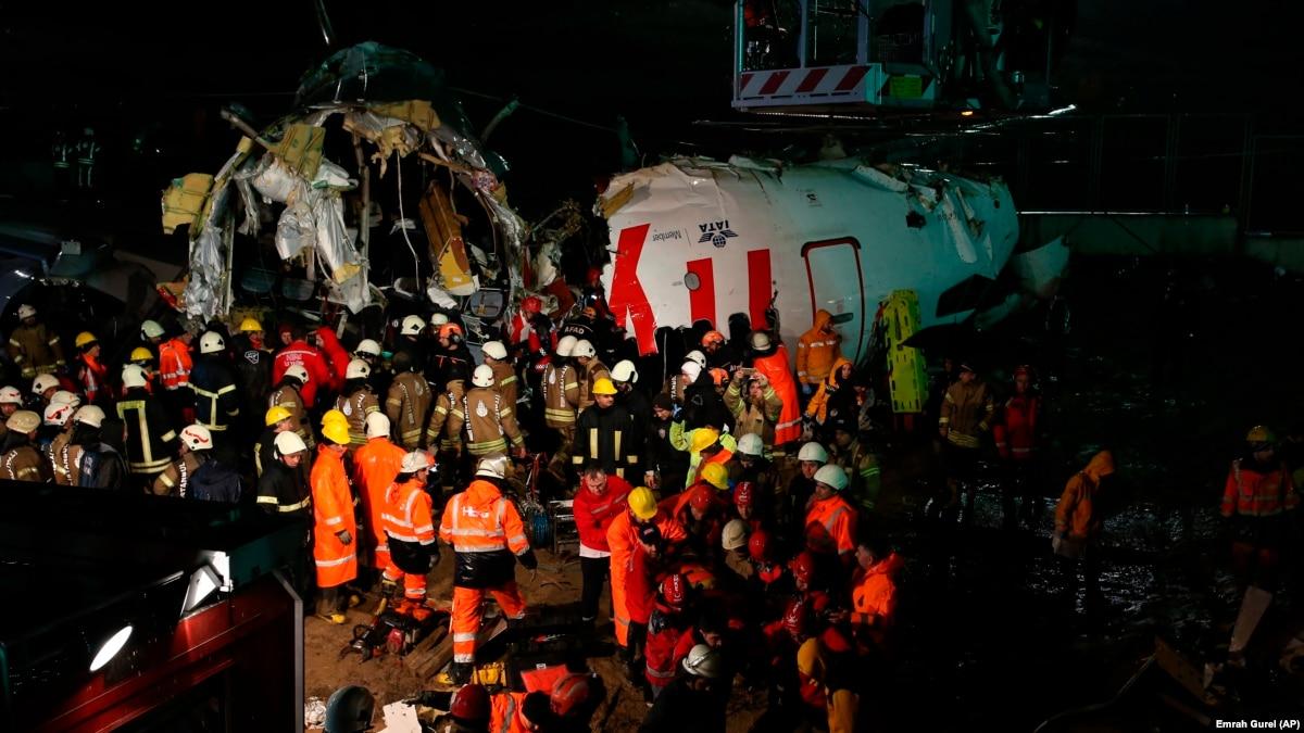 Авария самолета в Стамбуле: число погибших возросло