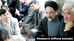 محمدرضا عارف (راست) همراه با محمد خاتمی، رییس جمهوری پیشین ایران.