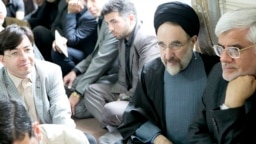 محمد خاتمی در دیدار با شماری از هوادارانش در اردیبهشت ۹۲