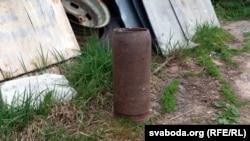 Гільза артылерыйскага снараду — звыклая жалязяка ў дварах вяскоўцаў
