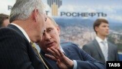 Рекс Тиллерсон һәм Владимир Путин Туапсе шәһәрендә. 15 июнь 2012