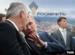 Владимир Путин и Рекс Тиллерсон в Туапсе. 15 июня 2012 года