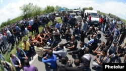 Armenia - Farmers in Armavir province block a major highway to demand government compensation for their crops destroyed by hail, 20May2013.