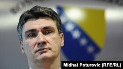 Zoran Milanović ispred grba Bosne i Hercegovine