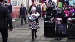 В бишкекском транспорте рассказывают о вреде ранних браков