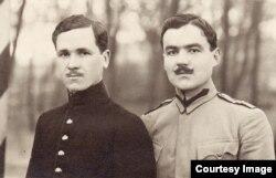 Ofițeri români prizonieri (Foto: Expoziția Marele Război, 1914-1918, Muzeul Național de Istorie a României)