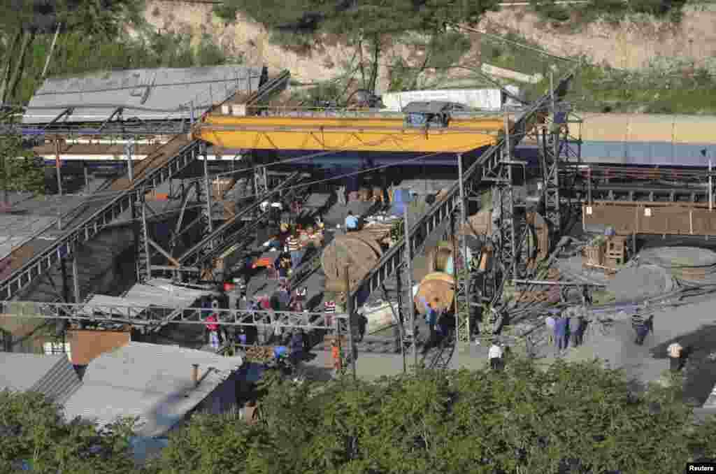 Угольная шахта в Турции, где в результате обрушения пород из-за взрыва сотни шахтеров оказались в завалах под землей.