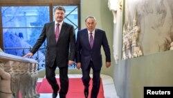 Президент Украины Петр Порошенко (слева) и президент Казахстана Нурсултан Назарбаев. Киев, 22 декабря 2014 года.