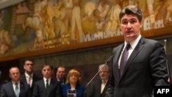Прем'єр-міністр Хорватії Зоран Миланович приїхав до столиці Словенії Любляни на нинішнє голосування в парламенті, 2 квітня 2013 року