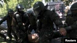 Столкновения протестующих студентов с полицией в Сантьяго в октябре