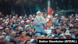Бишкектеги Эски аянтта окулган айт намазда тартылган сүрөт. 2018-жыл.