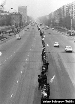 «Живая цепь» на улицах Киева по случаю празднования исторического Акта Соборности Украины, 21 января 1990 года