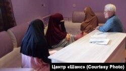 Женщины, возвращенные в Казахстан из Сирии и Ирака, в адаптационном центре в Караганде.