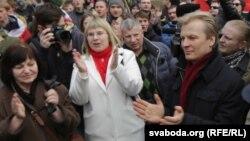 Віталь Рымашэўскі (справа) на Дні Волі