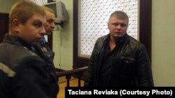 Дзьмітры Лукашэвіч (справа), архіўнае фота з суду