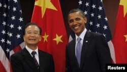 China's Premier Wen Jiabao (left) and U.S. President Barack Obama at the UN building on September 23