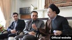 محمد خاتمی در دیدار با اعضای تحریریه بازتاب - عکس از وبسایت بازتاب
