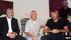 Исмаил Хания и освобожденные журналисты Fox News Стив Сентанни и Олаф Вииг