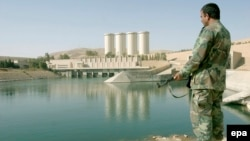 Islamic State militants captured the strategically important Mosul dam hydroelectric power station on August 7. (file photo)