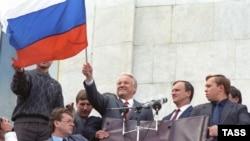Многие запомнят Ельцина таким. 1991 год, Белый дом, Москва.