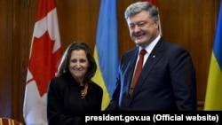 Ukrainian President Petro Poroshenko (right) met with Canadian Foreign Minister Chrystia Freeland (left) in Toronto in September.