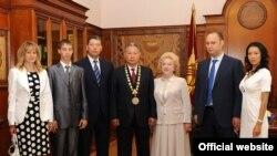 Мурдагы президент Курманбек Бакиевдин үй-бүлөсү