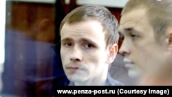 Василий Куксов (слева) в суде