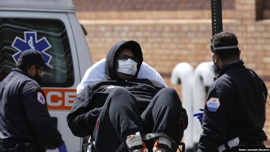 انتقال یک مبتلا به ویروس کرونا به مرکز بهداشت بروکلین در نیویورک