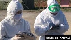 Медики в защитной одежде. Иллюстративное фото.