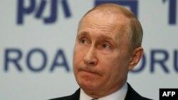 """Путин по време на пресконференцията си в рамките на форума """"Един пояс, един път"""", след който китайският президент Си Цзинпин обяви, че са сключени споразумения за общо 64 милиарда долара."""