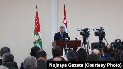 Рауль Хаджимба заявил, что готов к диалогу и отвергает принцип деления общества «на своих и чужих»