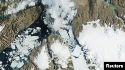 یکی از تصاویر ماهوارهای از ساحل شمال غربی گرینلند