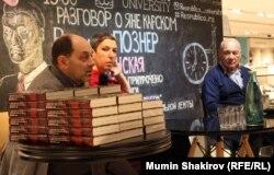 Продюсер Евгений Гиндилис, критик Анна Наринская и телеведущий Владимир Познер на презентации фильма о Карском.
