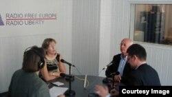 Россия. Михаил Горбачев в Московском бюро Радио Свобода. Москва, август 2001.