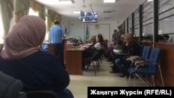 В суде по делу 26 обвиняемых по делу о предполагаемом хищении нефти в Актюбинской области. Актобе, 31 мая 2018 года.