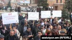 Armenia -- Residents of Hrazdan demonstrate against the iron mining near their town, 31Mar2011.