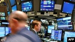 بورس های جهان از طرح مقام های آمریکایی برای حل بحران مالی جهان استقبال کردند. (عکس: AFP)