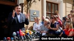 Михаил Саакашвили выступает на пресс-конфренции во Львове