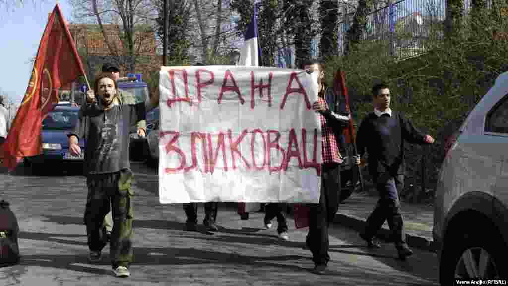 Protesti ispred Suda u Beogradu tokom sudskog procesa o rehabilitaciji Draže Mihailovića, 23. mart 2012.