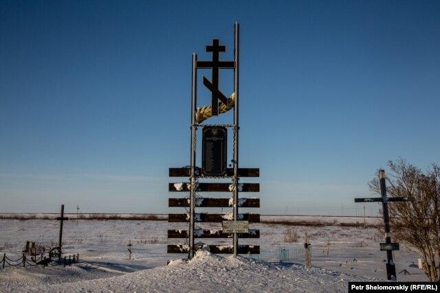 A memorial to Ukrainian gulag prisoners near the abandoned Yurshor town in Vorkuta
