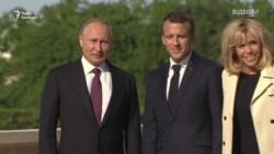Слідом за Меркель в Росію для зустрічі з Путіним прибув Макрон (відео)