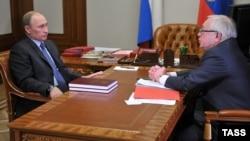Президент России Владимир Путин и тогдашний омбудсмен Владимир Лукин. Март 2013 года