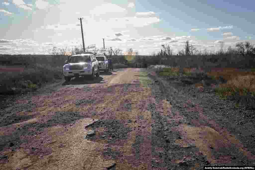 ОБСЄ спостерігає за процесом розведення військ біля в'їзду до Катеринівки
